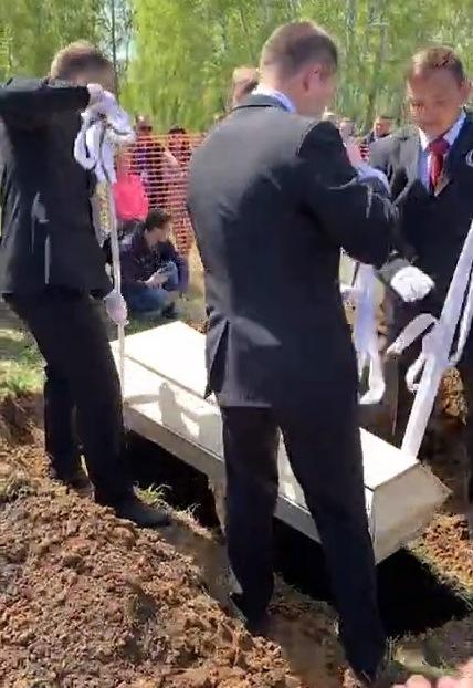 Омичи победили во всероссийских соревнованиях по скоростной копке могил #Новости #Общество #Омск