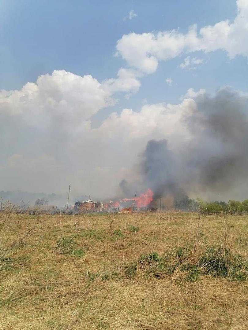 В Омской области пожар уничтожил 2 дома: без крова осталась семья с 6-месячным малышом #Новости #Общество #Омск