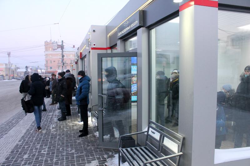 В Омске работают уже 105 «теплых» остановок #Омск #Общество #Сегодня