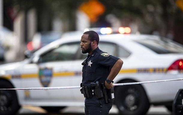 В США неизвестный открыл огонь по автобусу, есть жертвы
