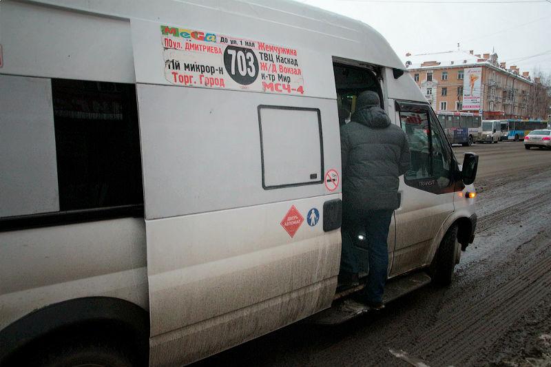 В омских маршрутках могут вернуть льготный проезд для школьников #Омск #Общество #Сегодня
