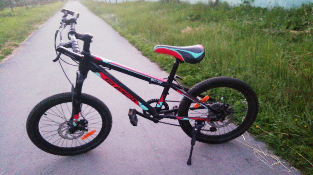Юный велосипедист из Омска получил тяжелые травмы, попав под колеса машины #Омск #Общество #Сегодня