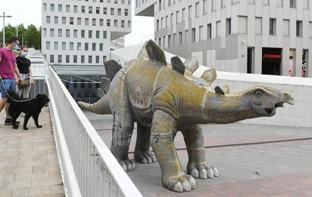Возле Барселоны в скульптуре динозавра нашли труп мужчины