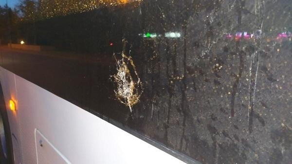Омича, кинувшего бутылку в троллейбус «Адмирал», ждет штраф #Новости #Общество #Омск