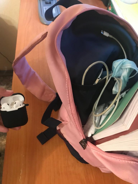 Юная омичка-стажерка покусилась на дорогие наушники коллег #Омск #Общество #Сегодня