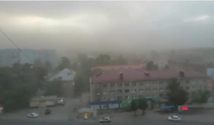 На Омск обрушился ураган с пыльной бурей #Новости #Общество #Омск