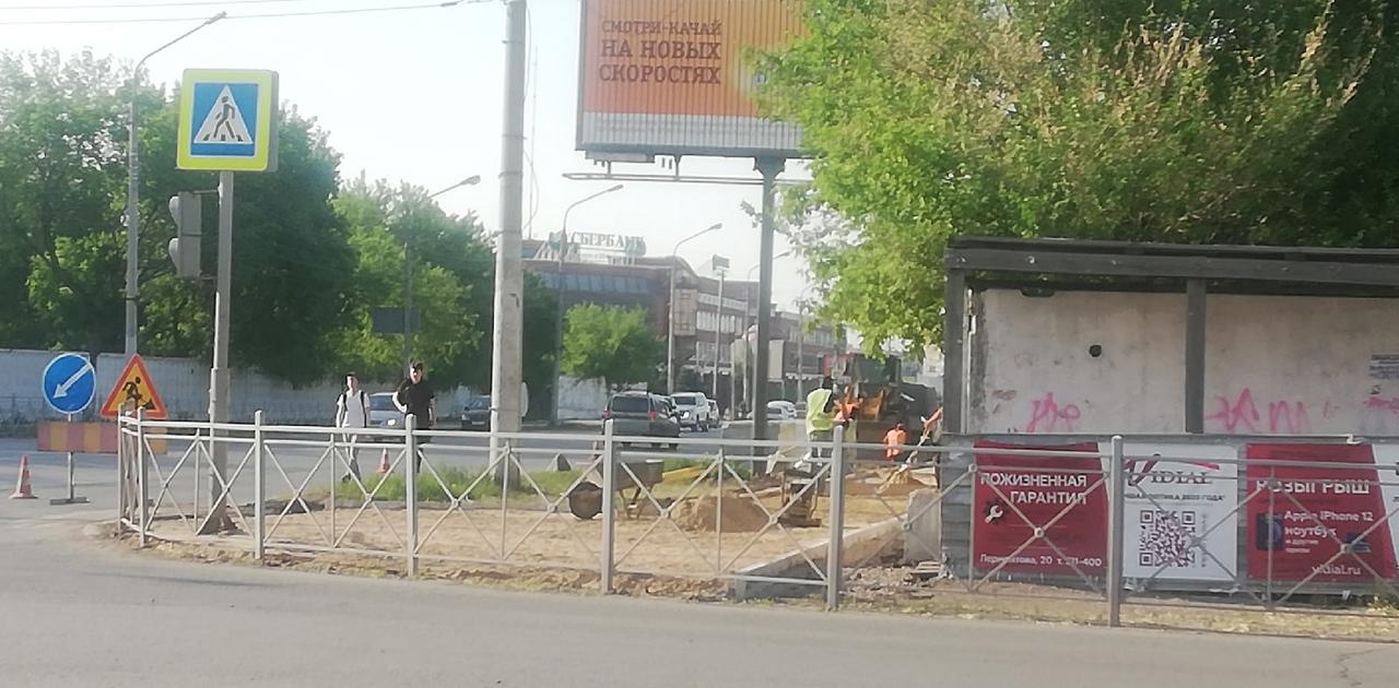 Ни пройти ни проехать: в центре Омска пешеходам устроили настоящий квест #Омск #Общество #Сегодня
