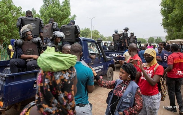 В Мали арестованные президент и премьер подали в отставку