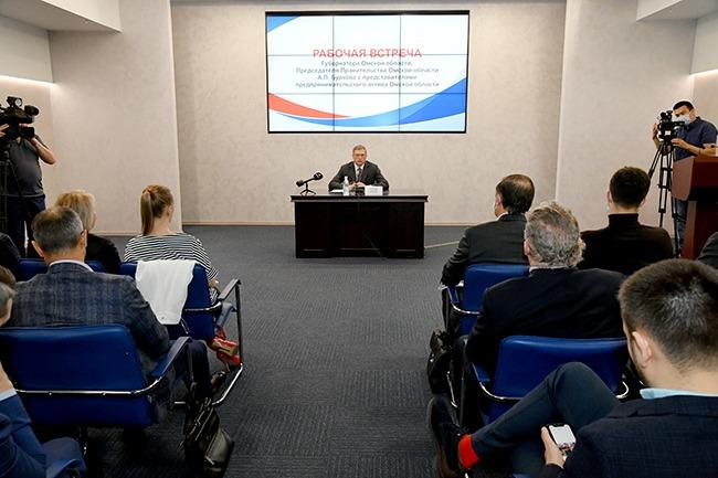 Омские рестораторы попросили Буркова разрешить банкеты и выпускные