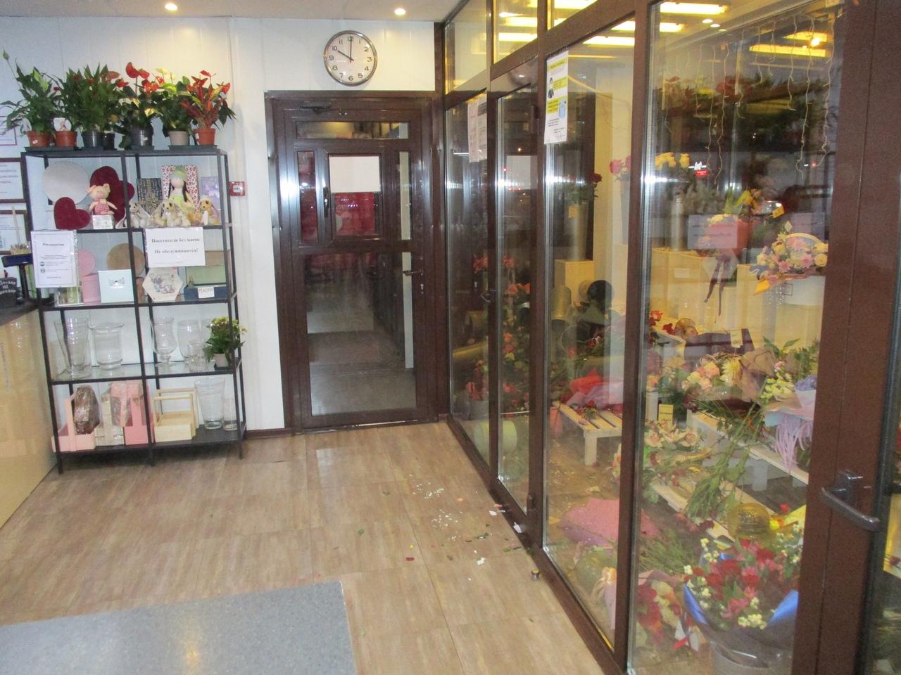 Омский уголовник зашел в цветочный магазин и не поверил своему счастью #Омск #Общество #Сегодня