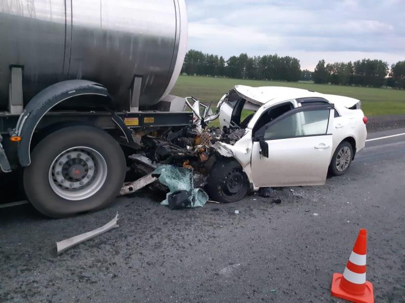 Под Омском иномарка протаранила фуру: водитель погиб #Омск #Общество #Сегодня