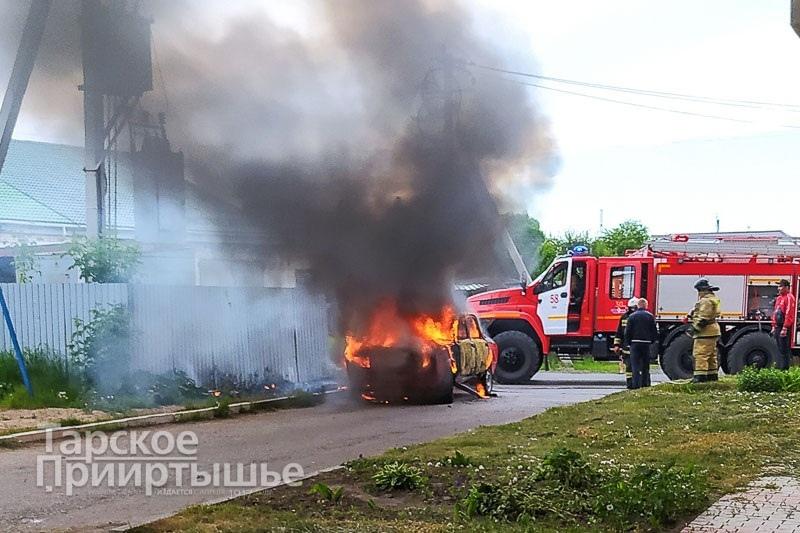 В Омской области нашли хозяина брошенной машины лишь после пожара #Омск #Общество #Сегодня
