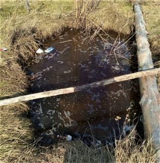 На севере Омской области выгребную яму засыпали лишь после того, как в нее провалился ребенок #Омск #Общество #Сегодня