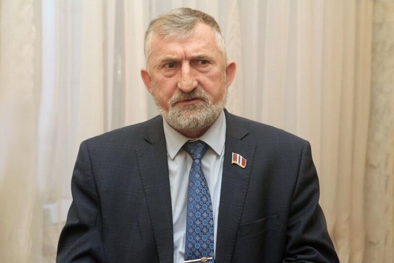 В Омске умер известный политолог Михаил Машкарин #Омск #Общество #Сегодня