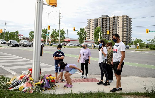 Автомобиль намеренно сбил мусульманскую семью в Канаде
