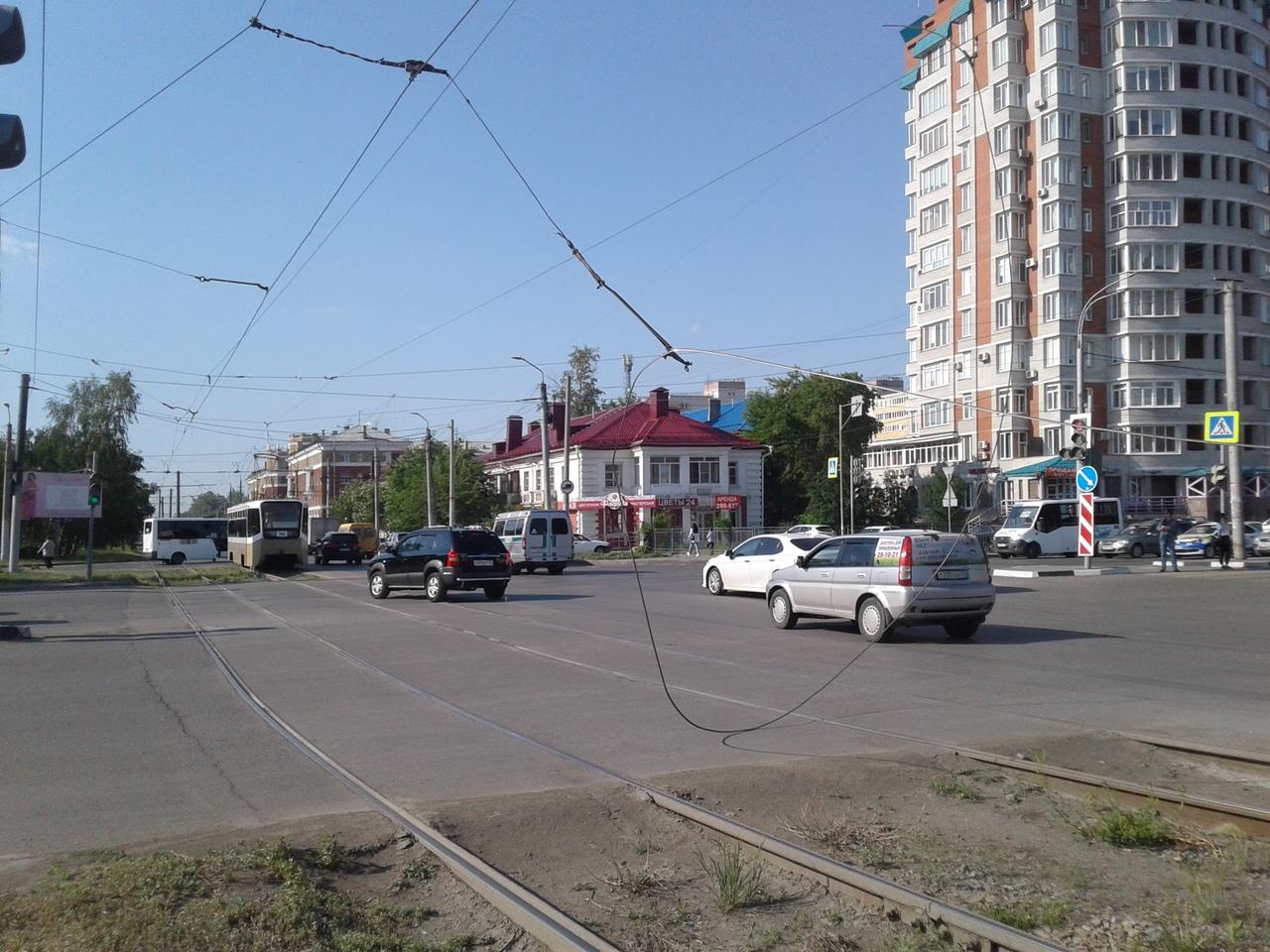 В Омске из-за обрыва проводов встали трамваи #Новости #Общество #Омск