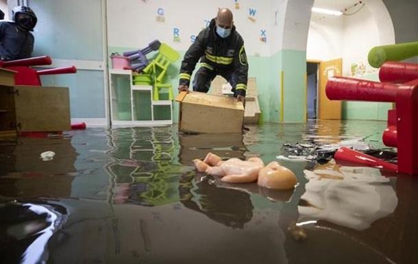Мощный ливень затопил Рим