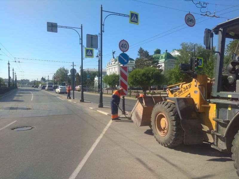 С омских дорог вывезли 1500 самосвалов грязи и пыли #Новости #Общество #Омск