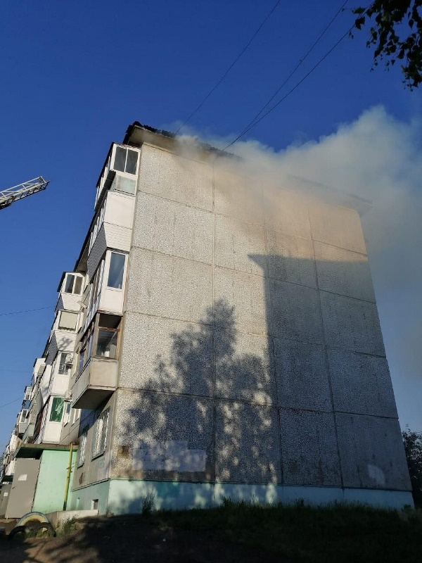 На окраине Омска загорелась пятиэтажка: эвакуировали 70 человек #Новости #Общество #Омск