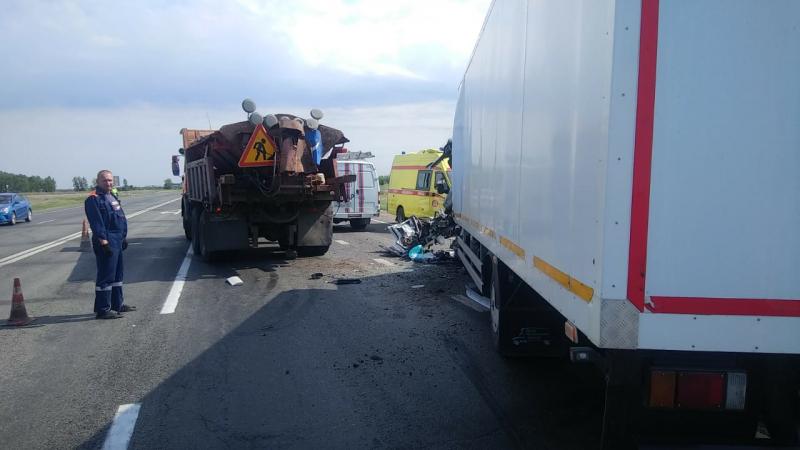 Под Омском погиб водитель хлебовоза, врезавшийся в машину дорожников #Омск #Общество #Сегодня