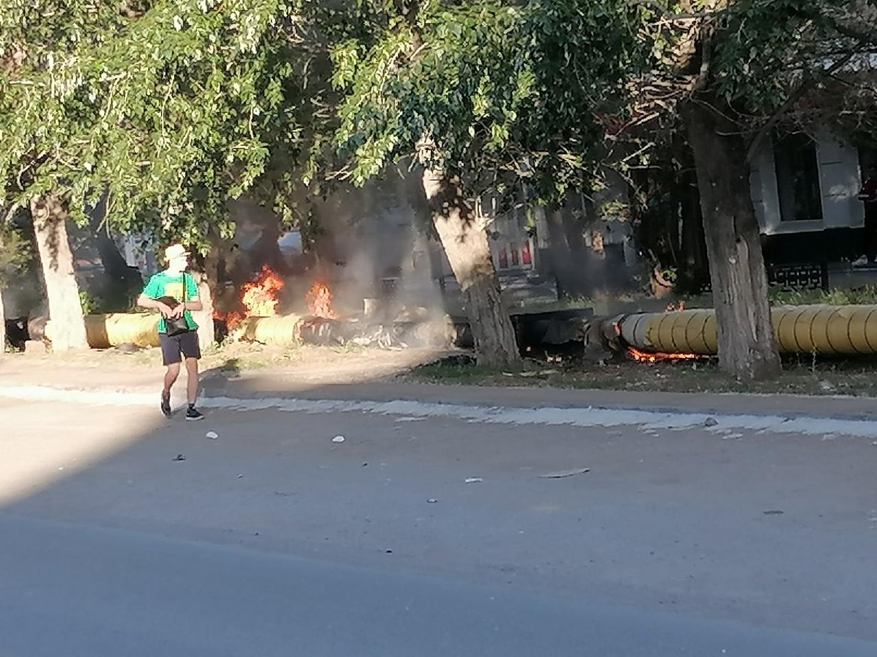Юные омичи массово поджигают тополиный пух и устраивают пожары #Омск #Общество #Сегодня