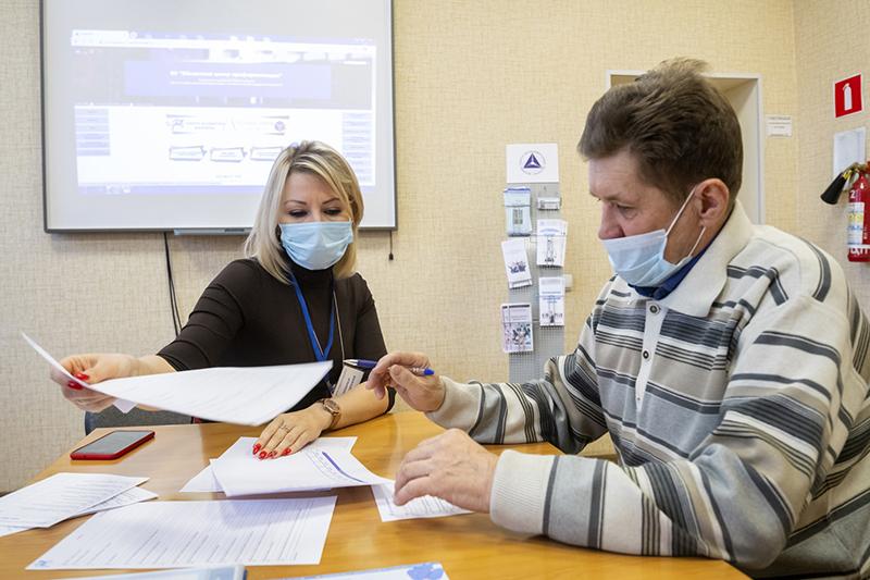 Омичи активно заключают соцконтракты и открывают свое дело #Омск #Общество #Сегодня