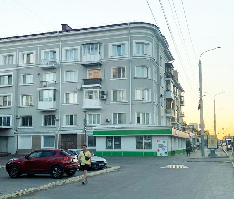 Первую омскую пятиэтажку изнутри разукрасили под джунгли #Новости #Общество #Омск
