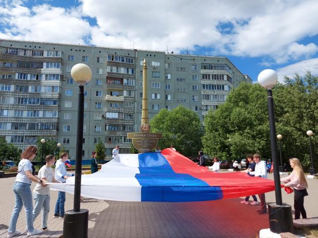 В Омской области раздали 10 тысяч ленточек в цветах российского флага #Омск #Общество #Сегодня