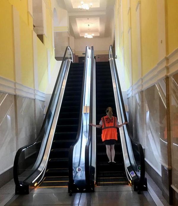 На омском ж/д вокзале за 17 млн заменили эскалаторы #Омск #Общество #Сегодня