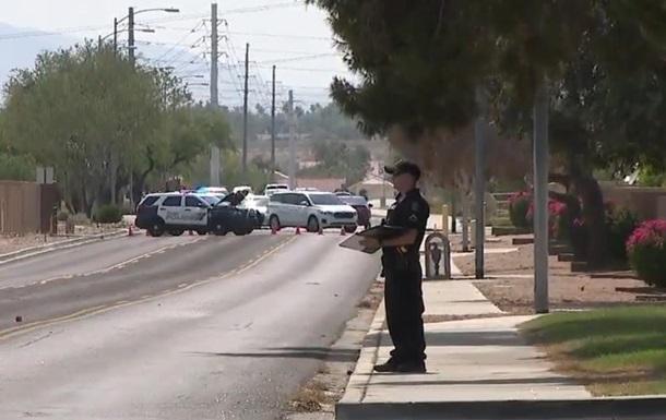 В США вооруженный мужчина ездил на авто и стрелял по людям