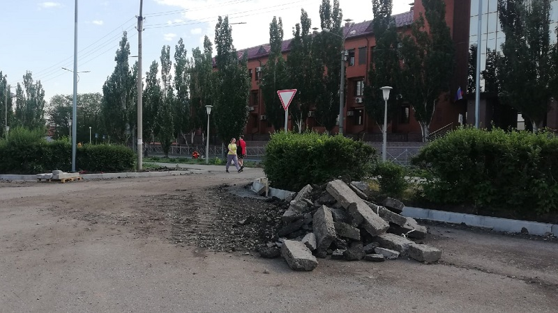 На Театральной площади в Омске высадят 75 деревьев и заменят живую изгородь #Омск #Общество #Сегодня