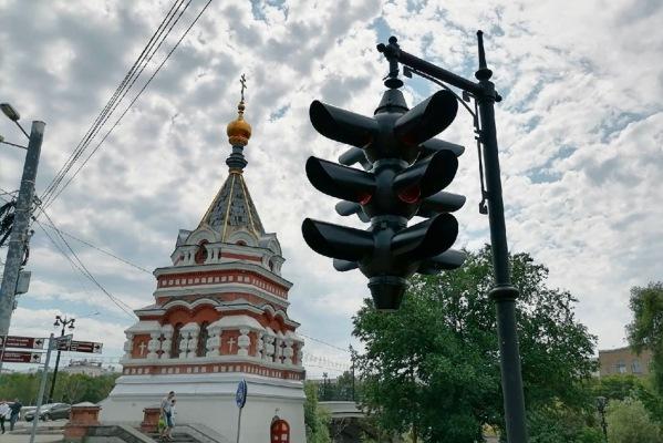 В центре Омска открылся памятник светофору #Омск #Общество #Сегодня