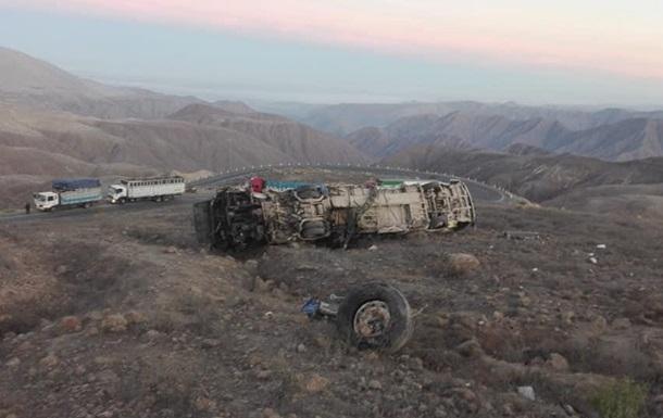 В Перу разбился автобус с рабочими, 27 жертв