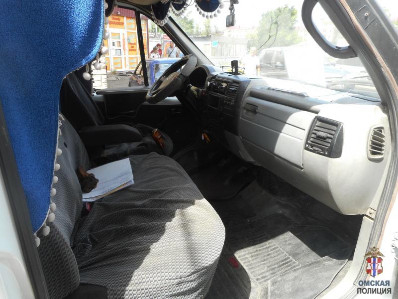 Молодой омич оставил «газель» открытой и лишился денег #Новости #Общество #Омск