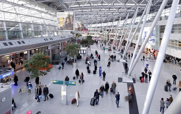 В аэропорту Дюссельдорфа неизвестный с ножом ранил человека