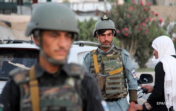 У полицейского блокпоста в Кабуле взорвалось заминированное авто - СМИ