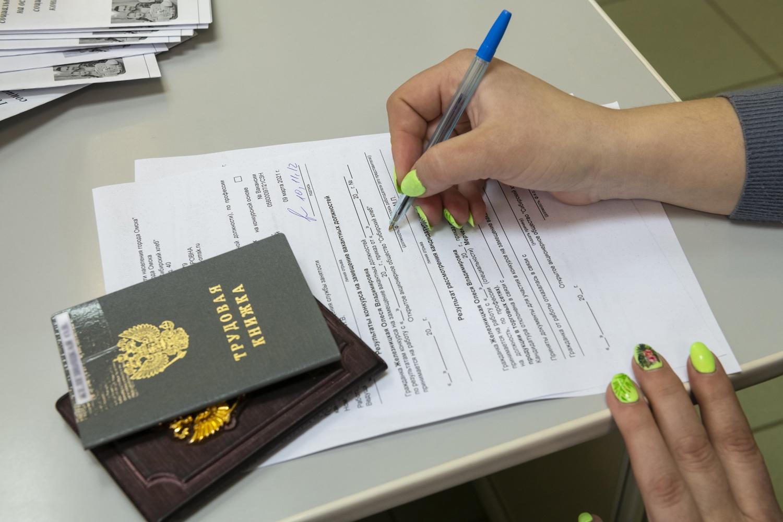 Более тысячи омичей заключили социальный контракт на поиск работы
