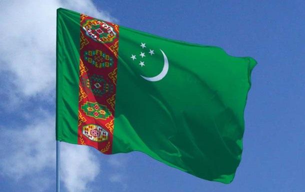 Туркменистан стягивает военную технику к афганской границе - СМИ