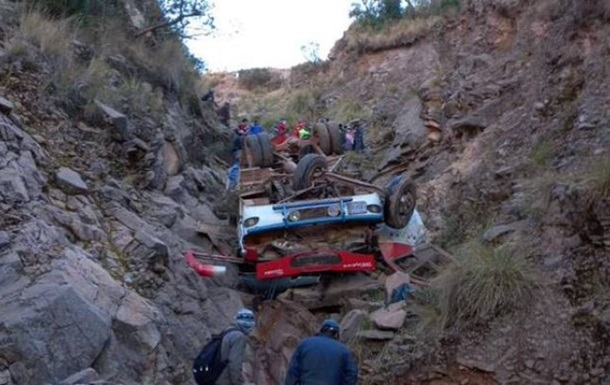 В Боливии автобус сорвался со 150-метровой высоты, десятки жертв