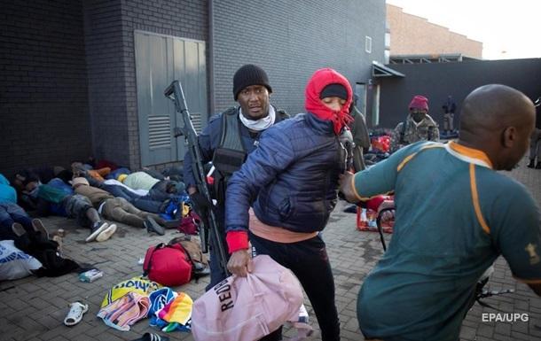 В ЮАР при беспорядках погибли 32 человека