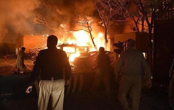 В Пакистане взорвался автобус: десятки жертв
