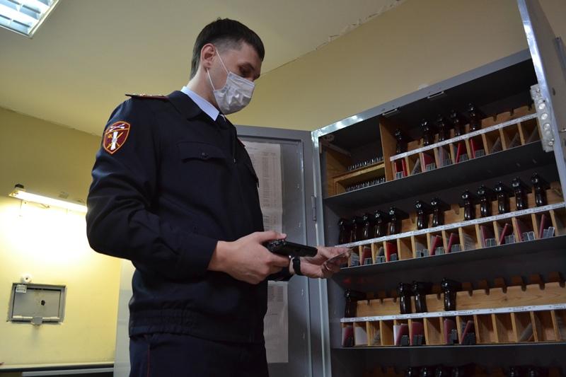 Омичи Р·Р° деньги сдали РІ Росгвардию десятки единиц оружия Рё сотни патронов #Новости #Общество #Омск