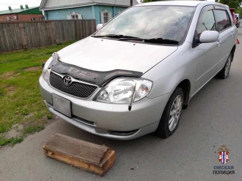 Чересчур ревнивая девушка порезала колеса РЅР° машине омички #Новости #Общество #Омск