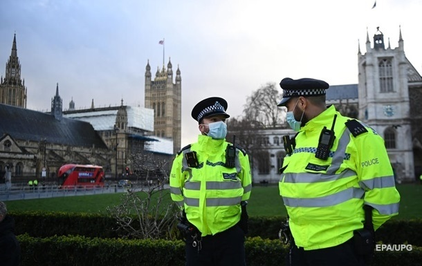 В Британии более 50 тысяч COVID-случаев за день
