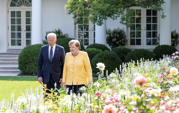 Меркель и Байден. Спор по Украине, фронт против РФ