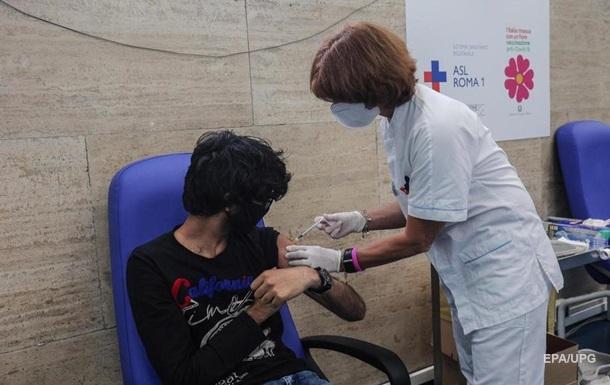 В Италии вакцинировано более половины взрослого населения