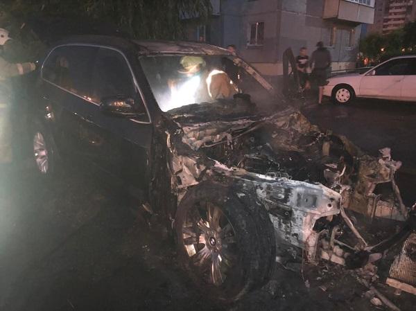 Ночью РЅР° парковке Сѓ «АТ-Маркета» горели четыре машины #Омск #Общество #Сегодня