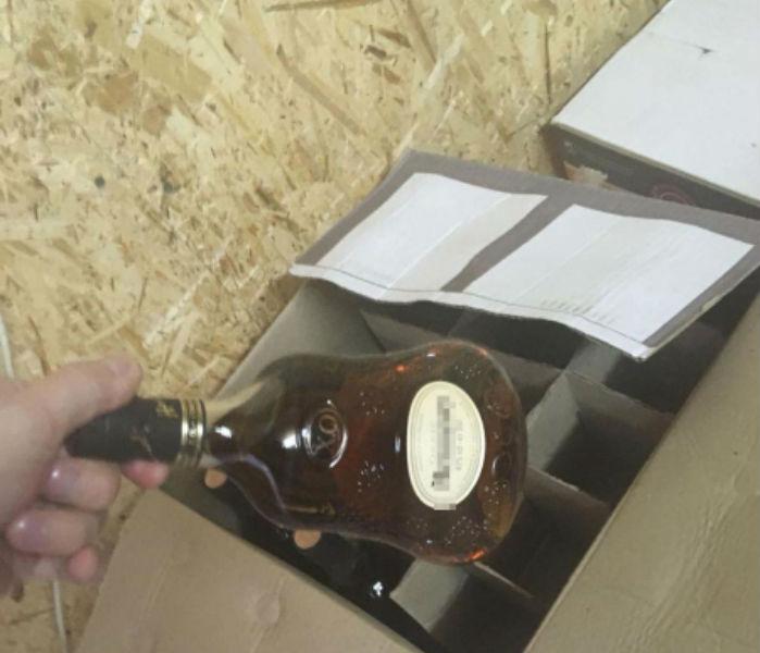 Омские бутлегеры почти год производили Hennessy и Jack Daniels #Омск #Общество #Сегодня