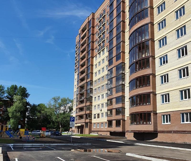 У Казачьего сквера в центре Омска сдали новую высотку
