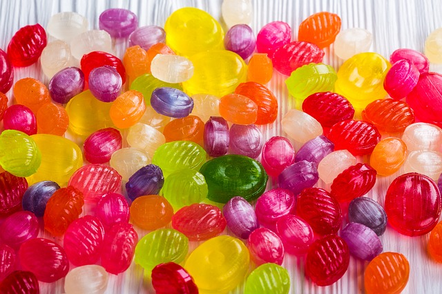 Омич украл в магазине конфеты и оставил взамен пакет муки #Омск #Общество #Сегодня